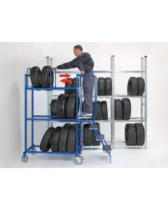 Reifen Transportwagen mit seitlich einhängbarer Treppe